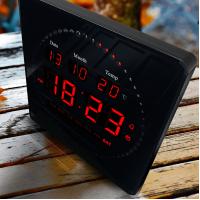 Relógio De Parede Led Digital com Termômetro Alarme e Data 28cm x 28cm