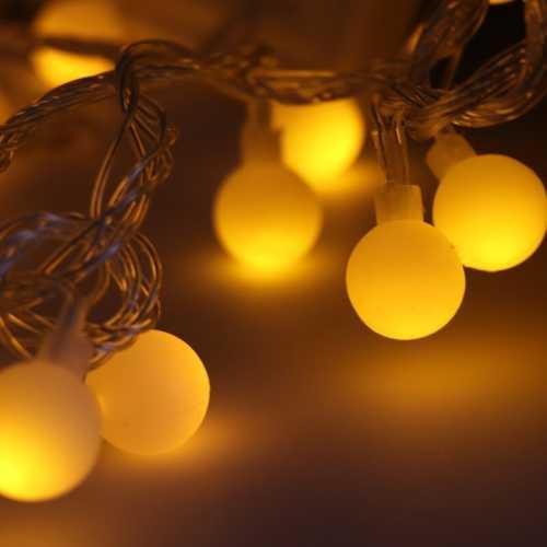 Varal de LED 5 metros com 50 Bolas de LED Branco Quente 9 funções